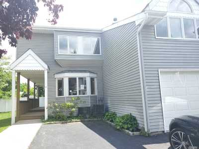 Amityville Condo/Townhouse For Sale: 4 Windsor Ct