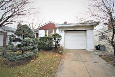 Fresh Meadows Single Family Home For Sale: 67-08 185th St