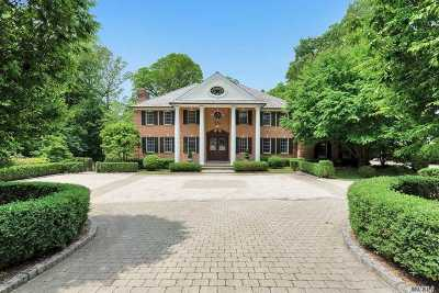 Manhasset Single Family Home For Sale: 495 Manhasset Woods Rd