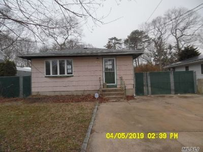 Mastic Beach Single Family Home For Sale: 130 Mill Dr