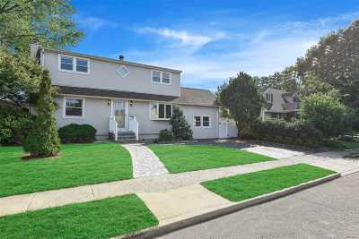 Farmingdale Single Family Home For Sale: 144 Sullivan Ave
