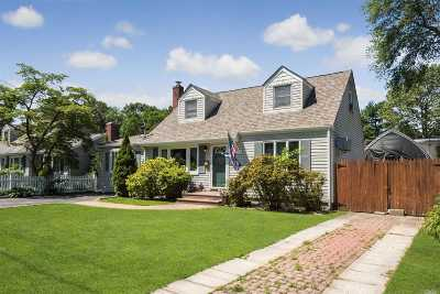 Huntington Sta NY Single Family Home For Sale: $430,000