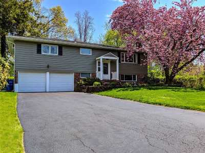 Port Jefferson Single Family Home For Sale: 105 Foxdale Ln