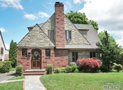 Manhasset Single Family Home For Sale: 40 Grandview Cir