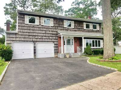 Ronkonkoma Single Family Home For Sale: 10 Waterview Ave