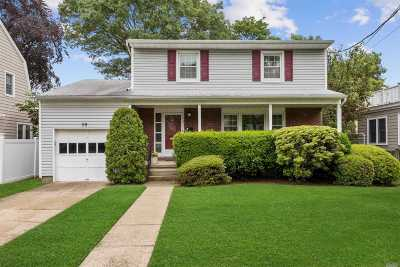 Rockville Centre Single Family Home For Sale: 59 Pine St