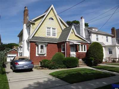 Hempstead Single Family Home For Sale: 49 Florence Ave