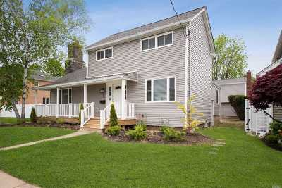 Hicksville Single Family Home For Sale: 31 Grove St