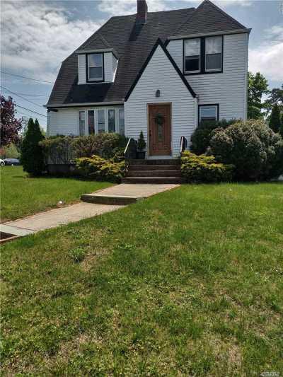 Deer Park Single Family Home For Sale: 422 Nicolls Rd