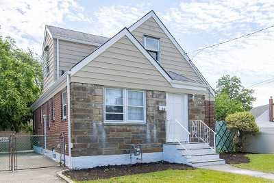 Hempstead Single Family Home For Sale: 26 Curtis Ave