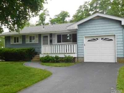 Queens County, Nassau County, Suffolk County Single Family Home For Sale: 122 Montrose Dr