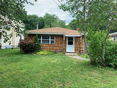 Mastic Beach Single Family Home For Sale: 103 Riverside Ave