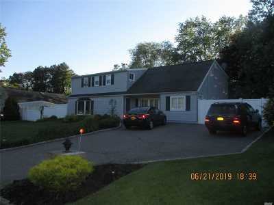 Medford Single Family Home For Sale: 14 Scotch Pine Dr