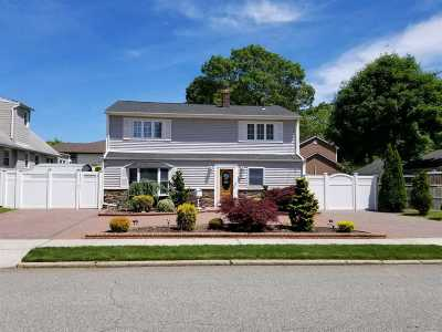 Massapequa Park Single Family Home For Sale: 1107 Park Blvd