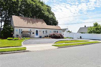Levittown Single Family Home For Sale: 1 Firtree Lane