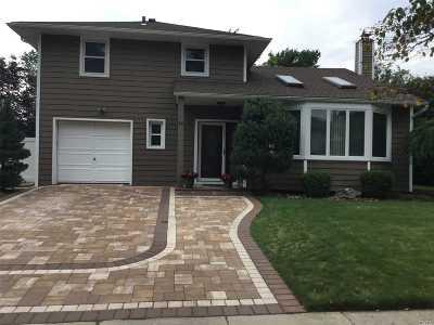 Plainview Single Family Home For Sale: 14 Fresno Dr