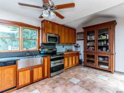 Centerport Single Family Home For Sale: 31 Oakdale Rd