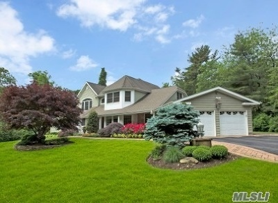 Dix Hills Single Family Home For Sale: 11 Spinning Wheel