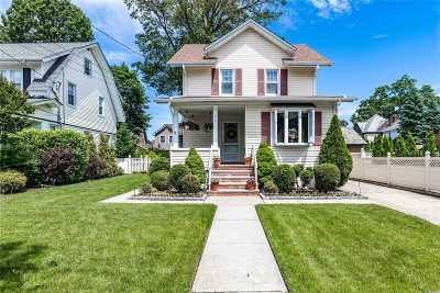Lynbrook Single Family Home For Sale: 35 Manor Rd