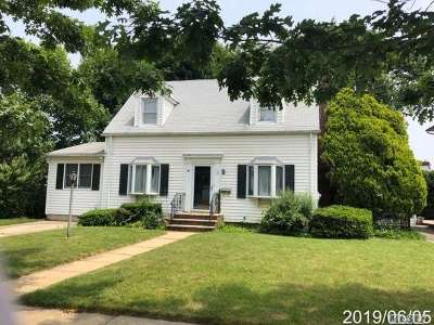 Merrick Single Family Home For Sale: 12 Arms Ave