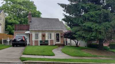 Single Family Home For Sale: 53-21 251 Pl