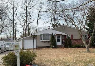 Hauppauge Single Family Home For Sale: 6 Del Pl