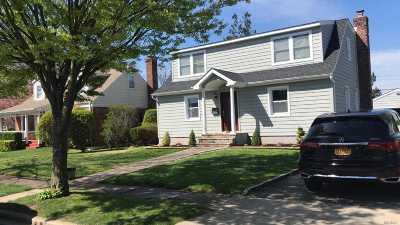 Hicksville Single Family Home For Sale: 92 Benjamin Ave
