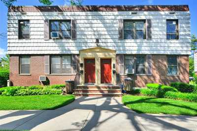 Kew Garden Hills Condo/Townhouse For Sale: 71-27 Park Drive East #B