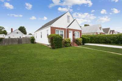 Elmont NY Single Family Home For Sale: $519,999