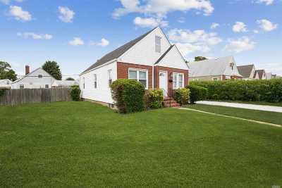 Nassau County Single Family Home For Sale: 7 Landau Ave