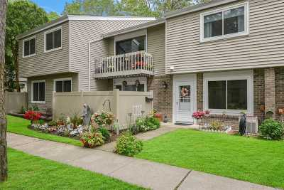 Holbrook Condo/Townhouse For Sale: 225 Springmeadow Dr #I