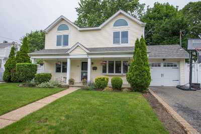 Massapequa Single Family Home For Sale: 20 Cottage Dr