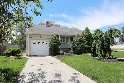 Massapequa Single Family Home For Sale: 42 Peconic Dr