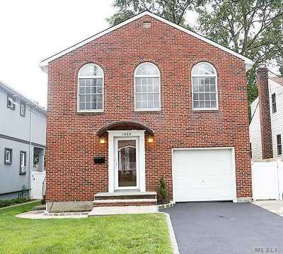 Franklin Square Single Family Home For Sale: 1039 Atlantic St