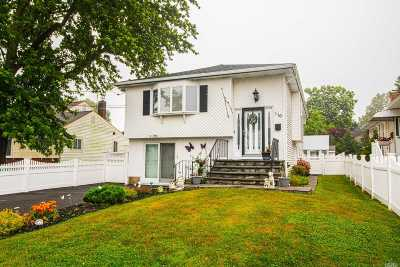 Lindenhurst Single Family Home For Sale: 116 W Clearwater Rd