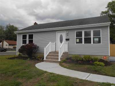 Amityville Single Family Home For Sale: 23 Surrey Dr