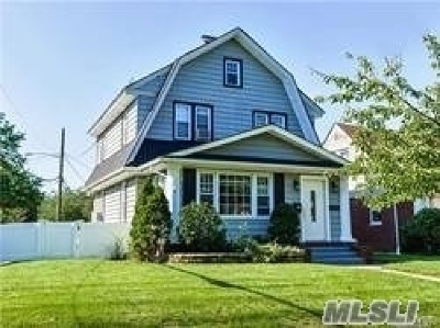 Lynbrook Single Family Home For Sale: 170 Sherman St