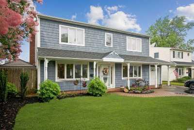 Levittown Single Family Home For Sale: 30 Anchor Ln