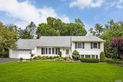 Manhasset Single Family Home For Sale: 39 Oaktree Ln