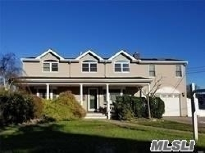 West Islip Single Family Home For Sale: 835 W Bay Dr