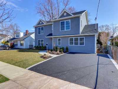 Plainview Single Family Home For Sale: 3 Sunrise St