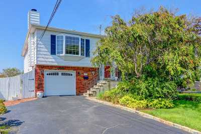 West Islip Single Family Home For Sale: 136 E Sequams Ln