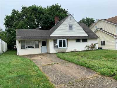 Levittown Single Family Home For Sale: 47 Bayberry Ln