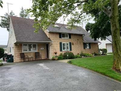 Levittown Single Family Home For Sale: 44 Flamingo Rd