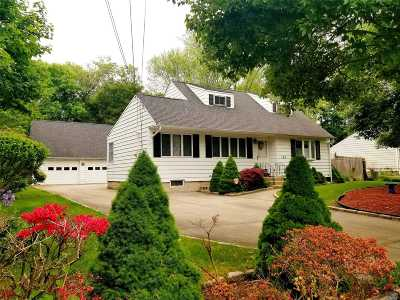Brentwood Single Family Home For Sale: 160 Twin Lawns Ave