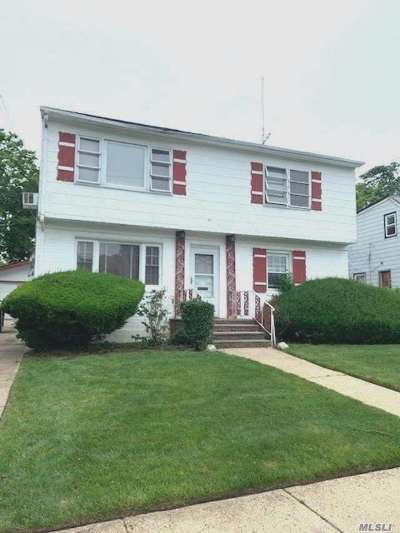 Uniondale Single Family Home For Sale: 708 Union Dr