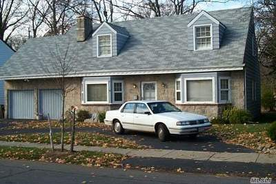 Malverne Single Family Home For Sale: 25 Adair Ct