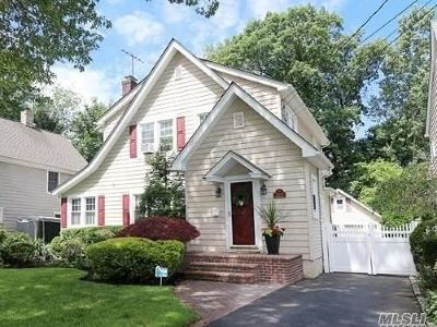 Wantagh Single Family Home For Sale: 2200 Brookside Ave