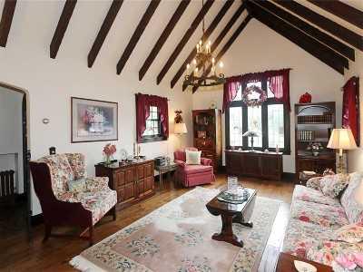 Single Family Home For Sale: 168 Babylon Tpke