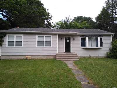 Shirley Single Family Home For Sale: 460 Boxwood Dr